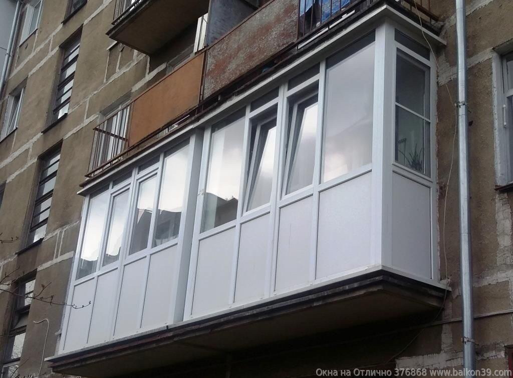 Парное остекление двух стандартных балконов.